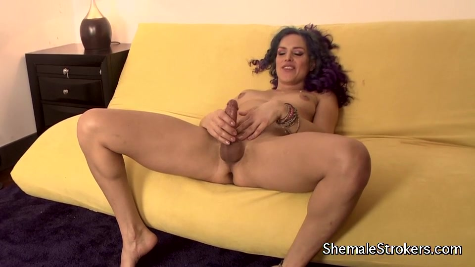 Shemale strokers cumming solo