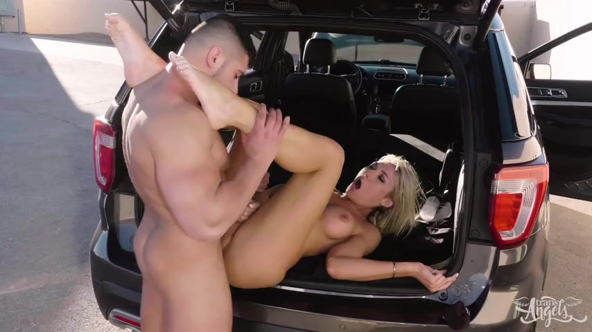 Milf gets fucked by the new neighbor 8
