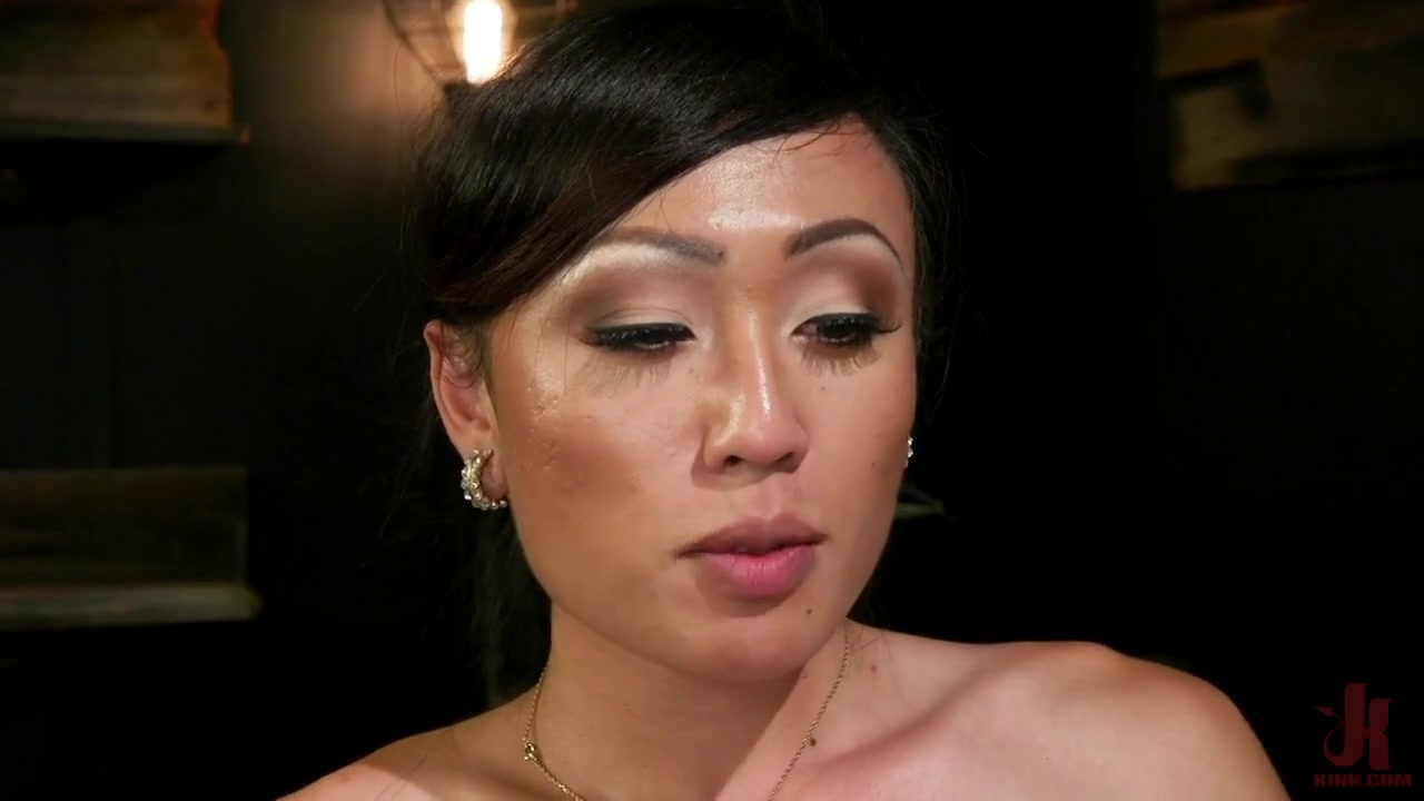 ts seduction delivery boy face fucked & ass plowed by venus lux